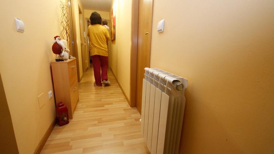 Una persona en casa durante el invierno.   Emilio Fraile