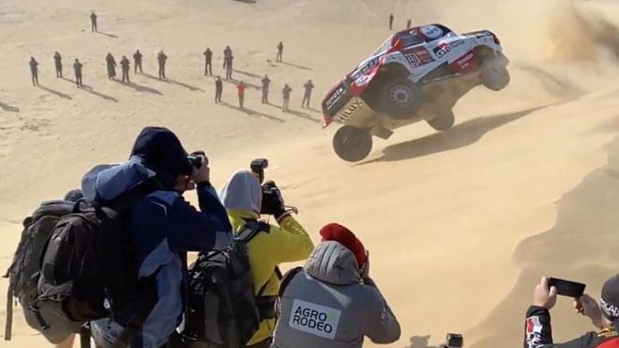 Alonso da cuatro vueltas de campana con su Toyota
