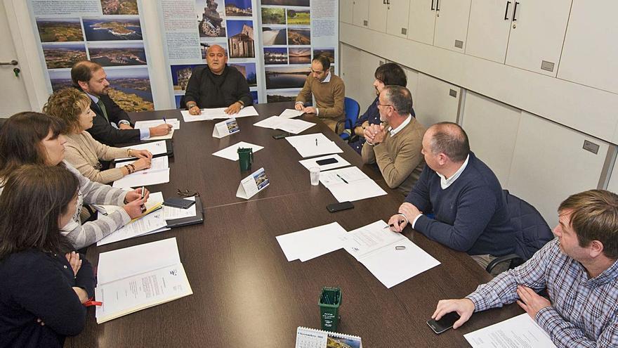 Los alcaldes suspenden la creación de la mancomunidad con Oleiros y Sada en contra