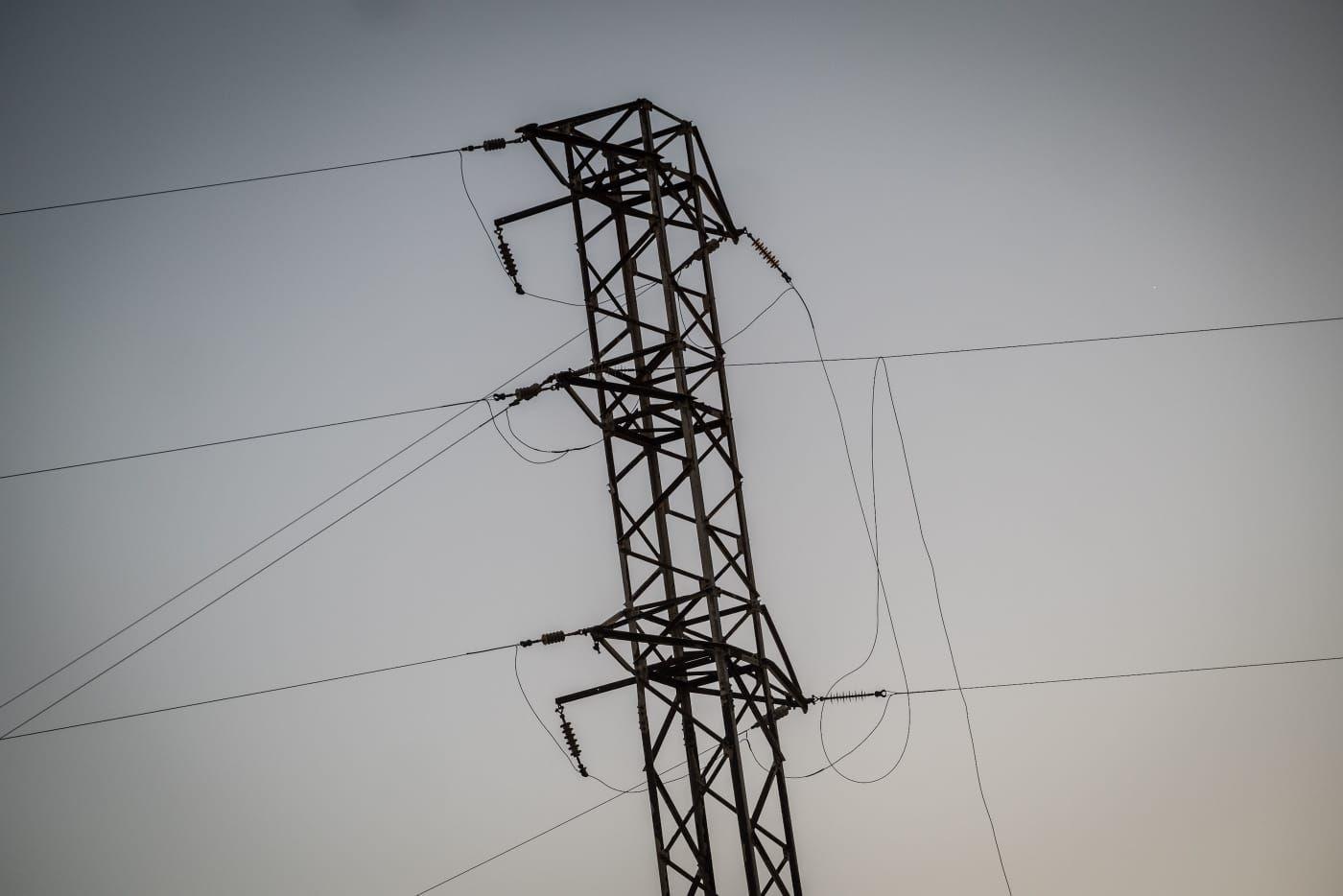 Una avioneta rompe unos cables eléctricos en Tenerife