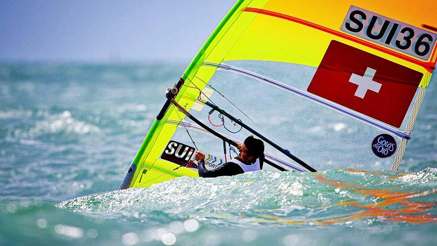 Mateo Sanz se queda fuera de la Medal Race en el Mundial de windsurf RS:X