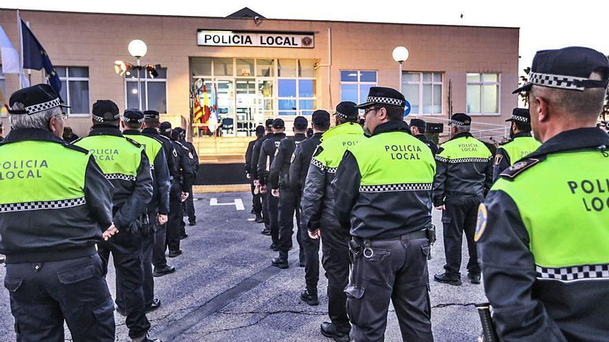 Torrevieja expedienta a una policía local investigada por supuesto narcotráfico