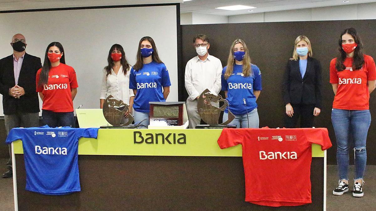 Finalistes i autoritats en la seu de Bankia, a la presentació de les finals el passat dimarts.