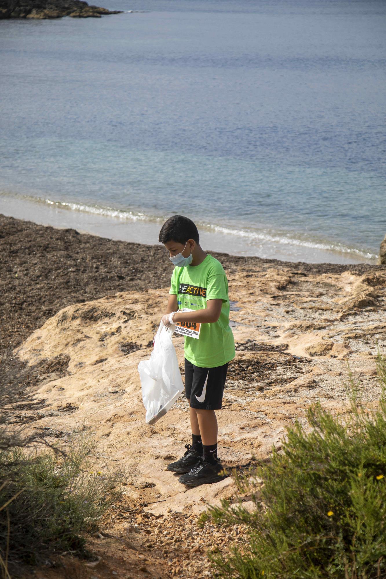 Una jornada de deporte y recogida de residuos en es Carnatge
