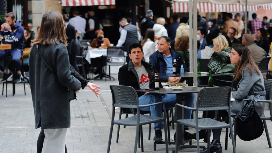 Sanidad quiere las mismas medidas de interiores de bares para terrazas cerradas