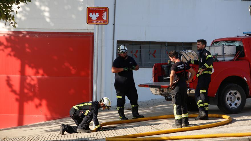 Extinguen un incendio en un bar de la calle Camino de los Sastres