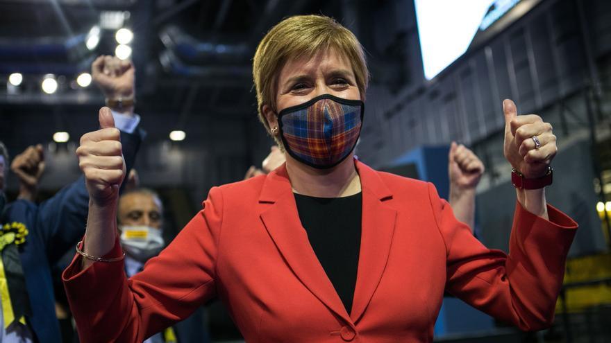 Sturgeon proclama su triunfo en Escocia y asegura que buscará un nuevo referéndum