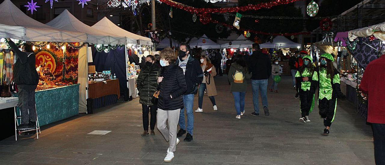 Momentos de la apertura del mercado de Reyes de Sagunt.   R.C.M.