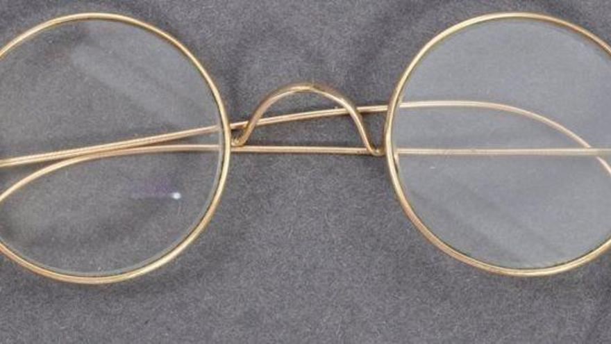 Subastan unas gafas de Gandhi por 288.000 euros