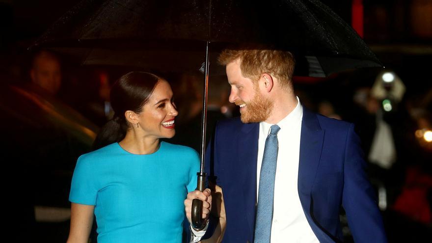 El príncipe Carlos financió a Harry y Meghan hasta el pasado verano