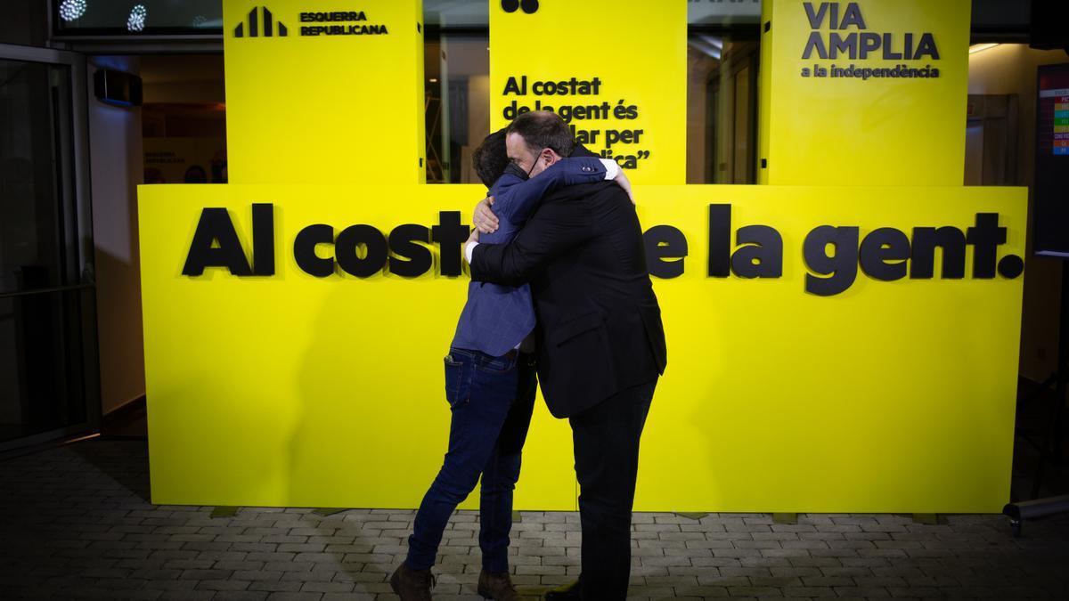 El candidat d'ERC a la presidència de la Generalitat de Catalunya i vicepresident en funcions, Pere Aragonés (e); i el líder d'ERC i exvicepresident del Govern, Oriol Junqueras.