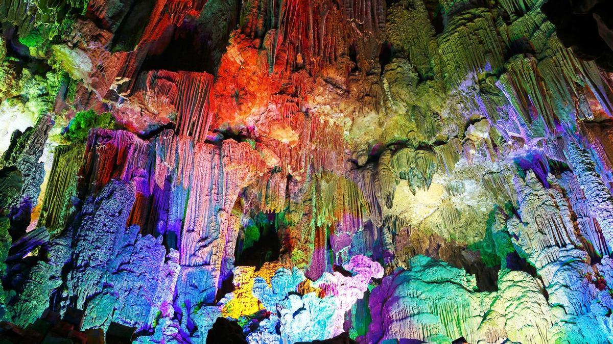 Las Cuevas del Canelobre destacan por ser un paraíso oculto bajo la montaña