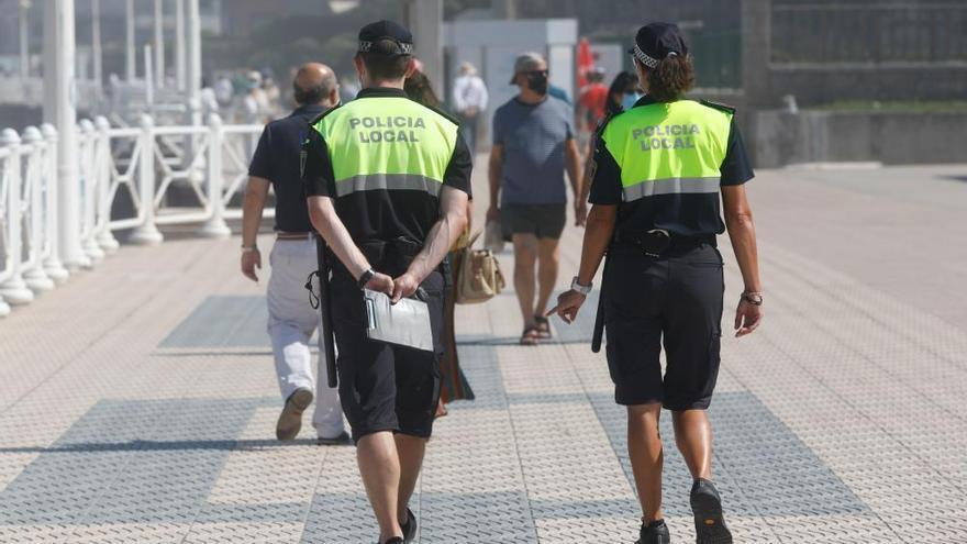 Los termómetros llegan a los 35 grados en Asturias y el calor llena las playas