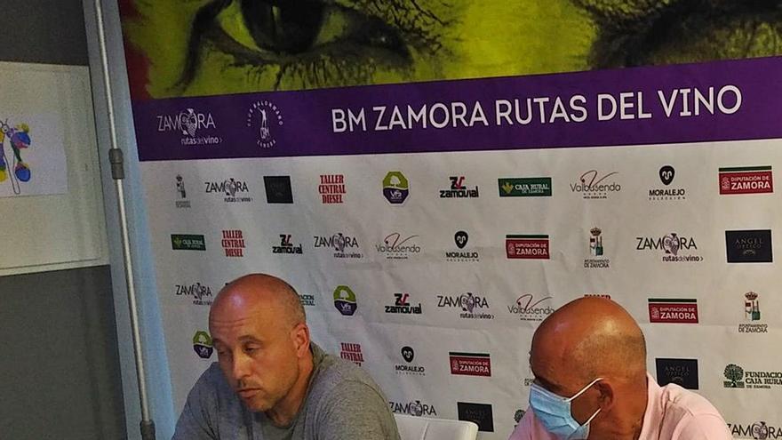 El presidente, José Antonio Quintana -derecha-, con el directivo Arcel Andrés , en la asamblea telemática celebrada ayer/ BM Zamora