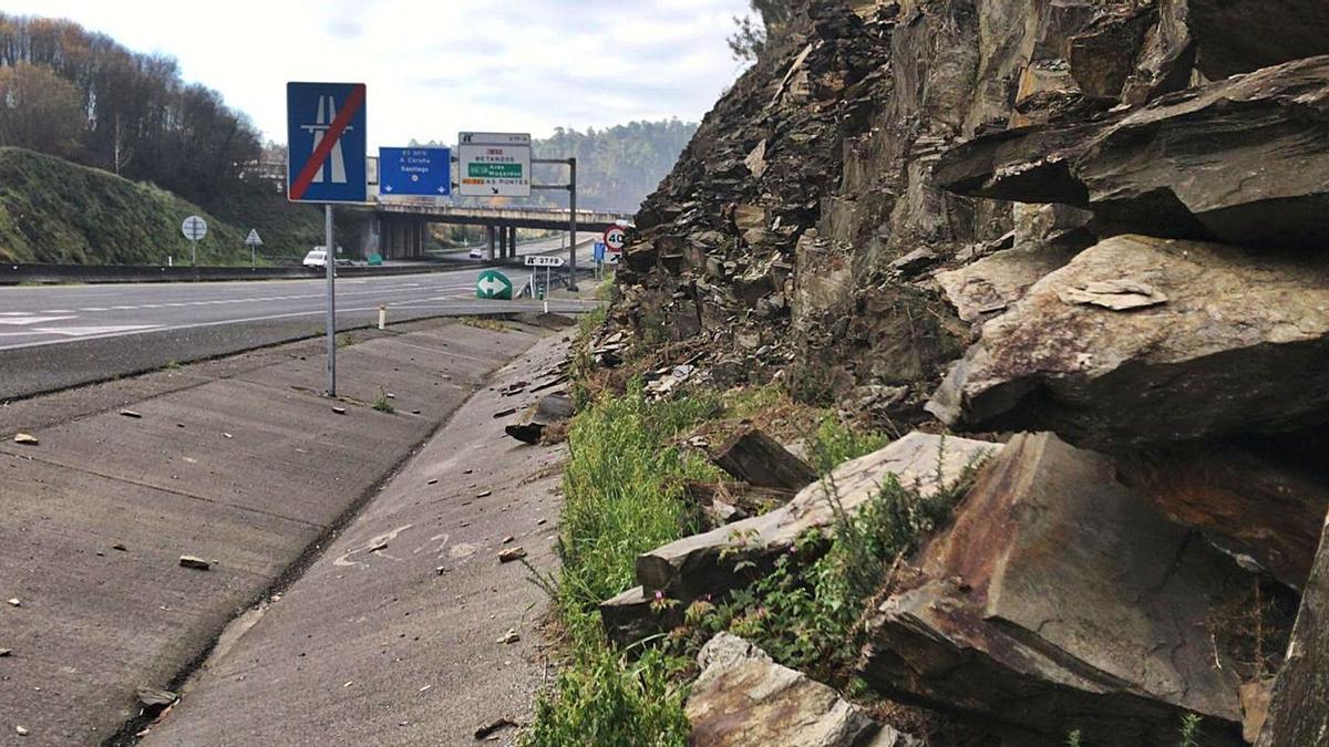 Laderas de montaña con rocas desprendidas sin protección.   | // L. O.