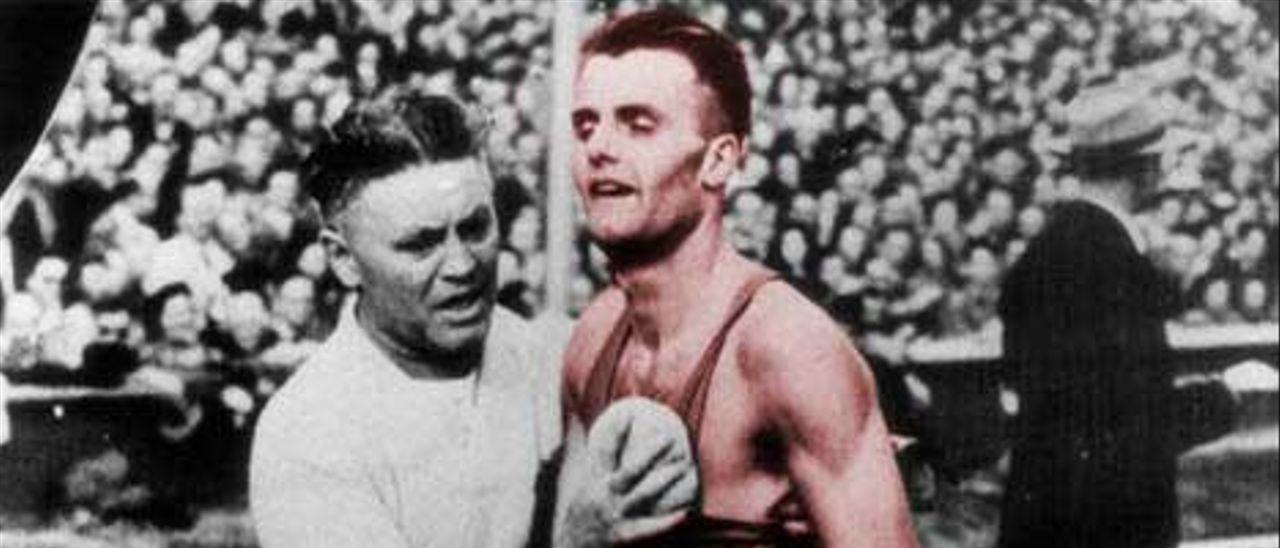 Gailly es atendido tras acabar el maratón de 1948.