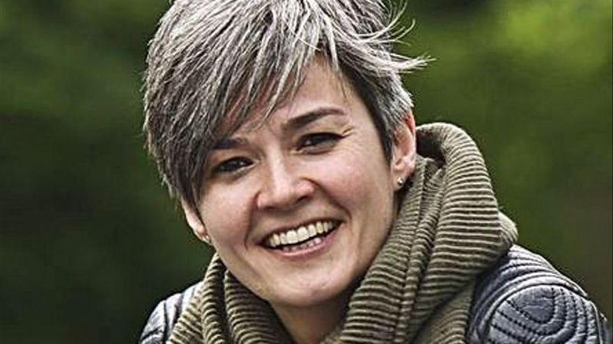 """Yasmina Álvarez presenta en el Calatrava su último libro, """"Vivir en tus orillas"""""""