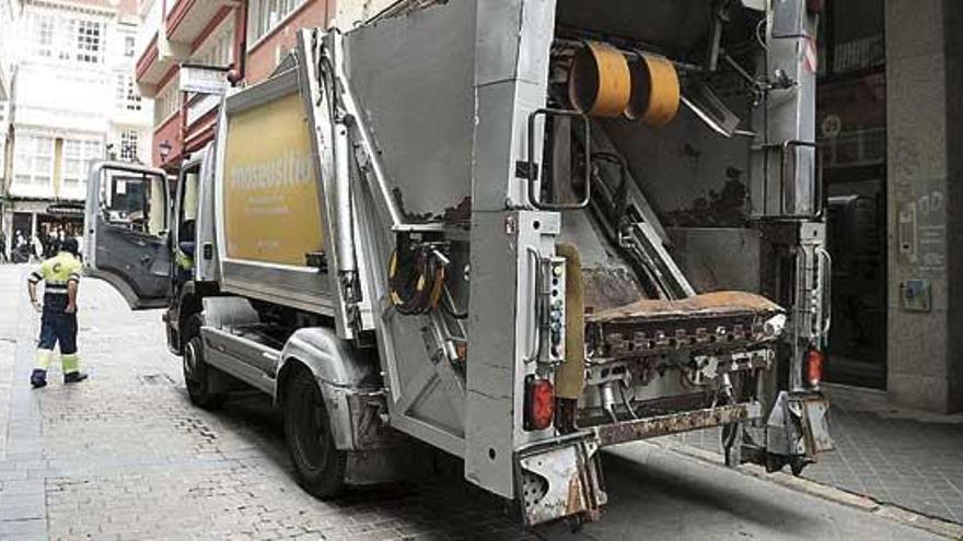 El Gobierno local adjudica a Cespa por 11,5 millones el servicio de recogida de la basura