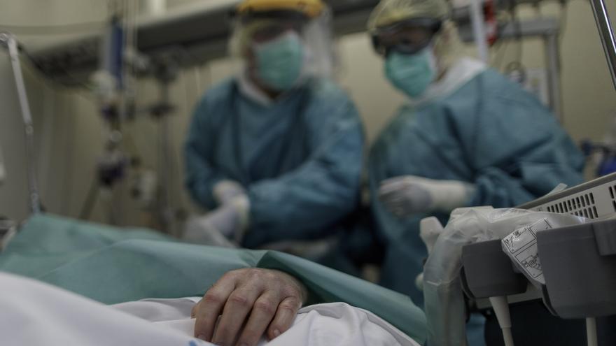 Sanidad comunica 5.039 contagios y 69 muertes por coronavirus desde el viernes