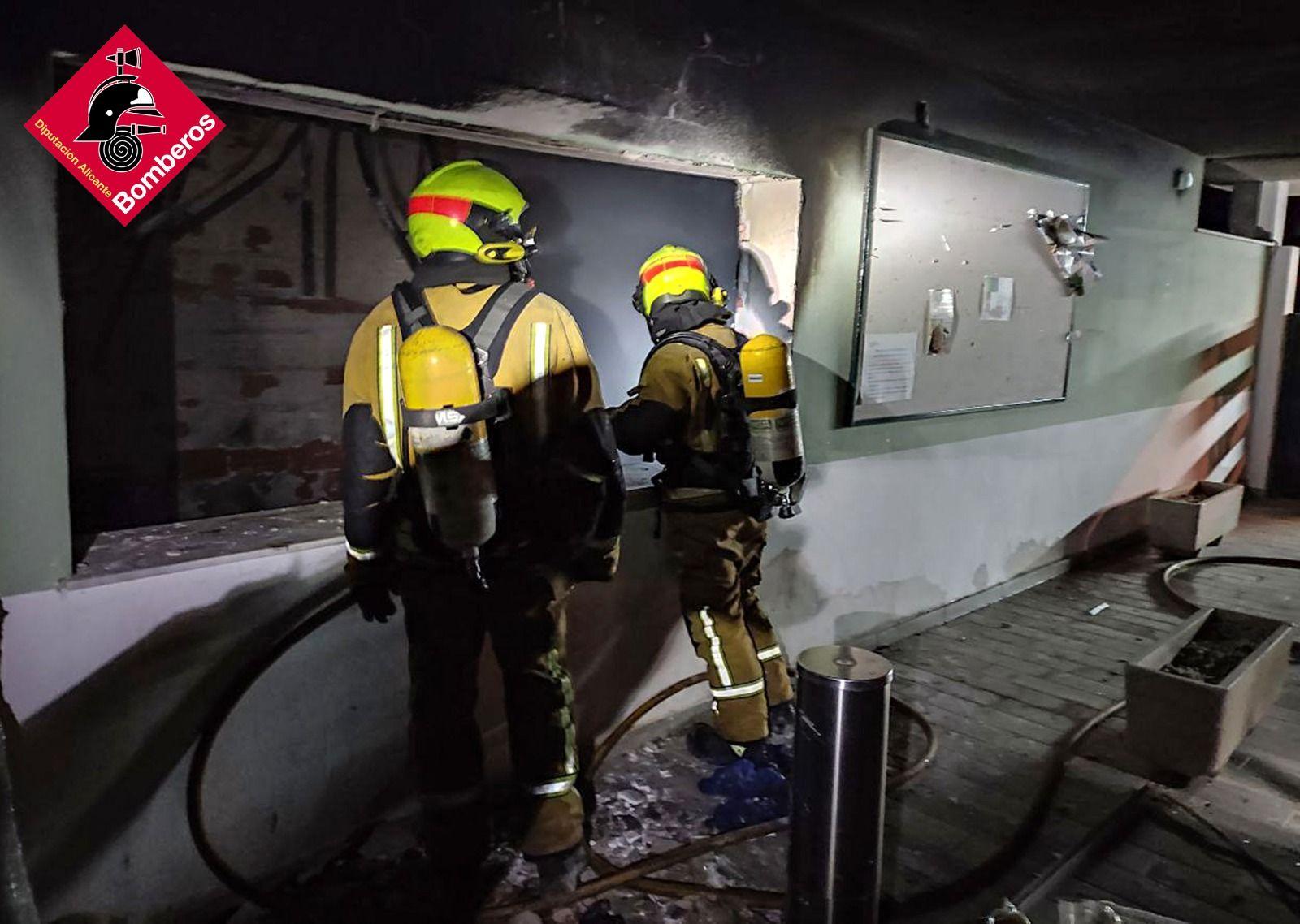 Espectacular incendio en el Club de Campo de Mutxamel
