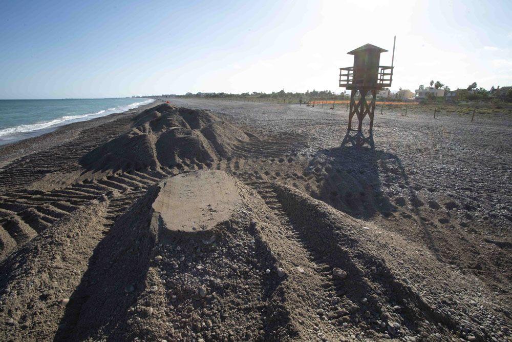 Vecinos de Sagunt protestan, por la falta de criba en el trasvase de piedra, de la playa a Almenara