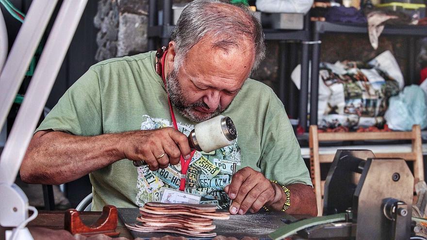 Los artesanos de la Isla aseguran estar  al límite por la falta de ayudas al sector