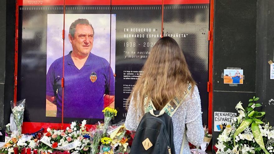 El emotivo homenaje del Valencia CF a Españeta por el Día de Todos los Santos