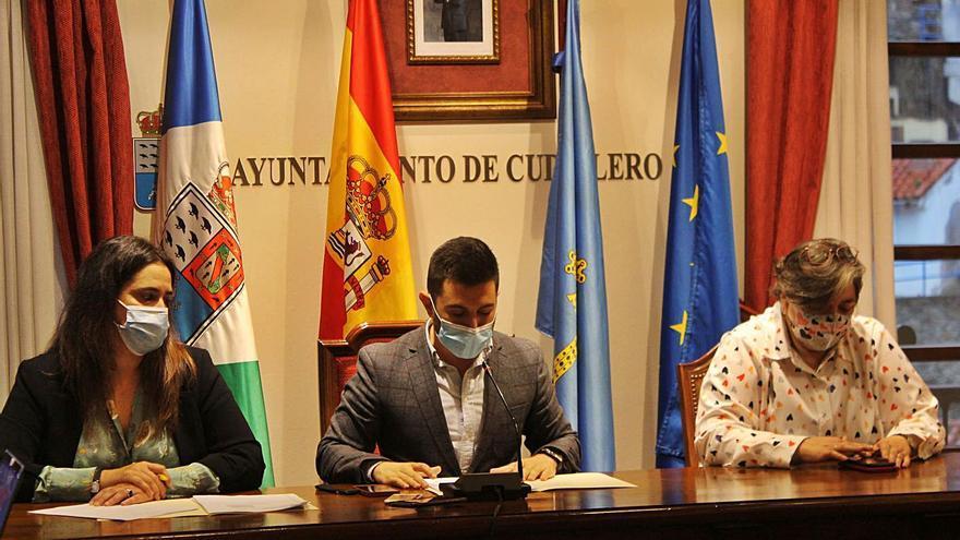 El alcalde de Cudillero rehúye el debate y elude reprobar la venta del Goya de los Selgas