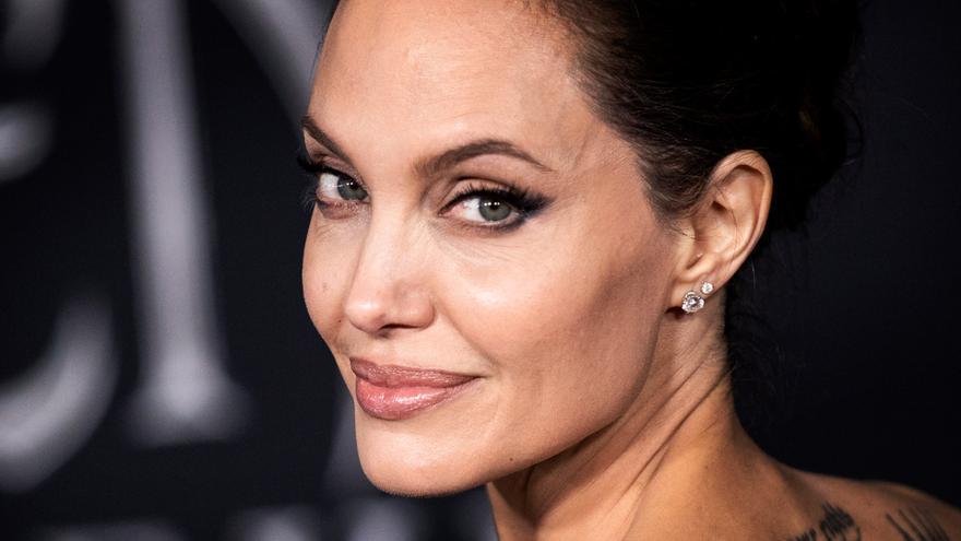 Angelina Jolie s'estrena a Instagram amb la carta d'una nena afganesa