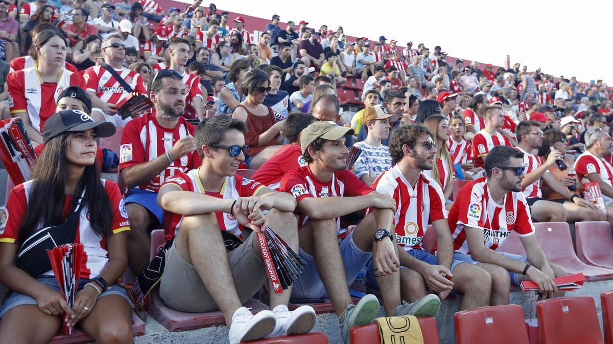 Aficionats a l'estadi de Montilivi.