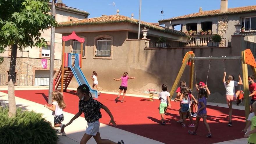 Borrassà reobre l'espai de jocs infantils davant l'església