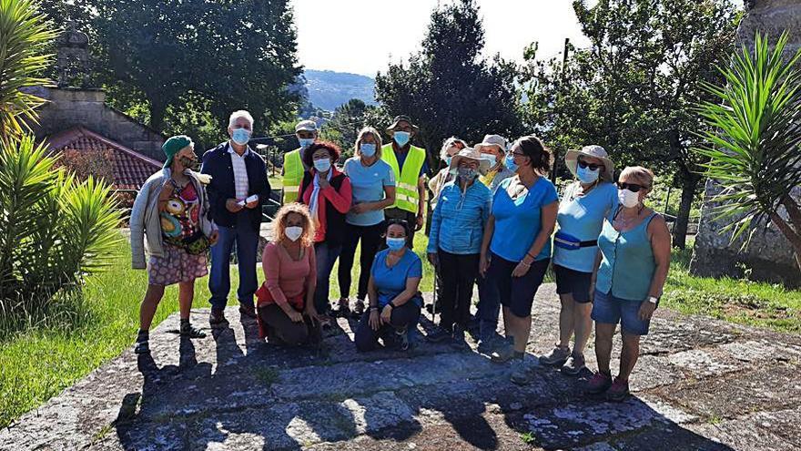 Recepción en Poio al colectivo Camiño Universal a Santiago