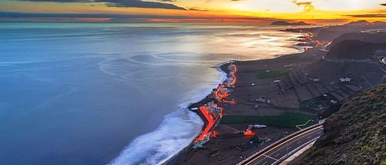 Vista de la playa y pueblo de San Felipe, en primer término.