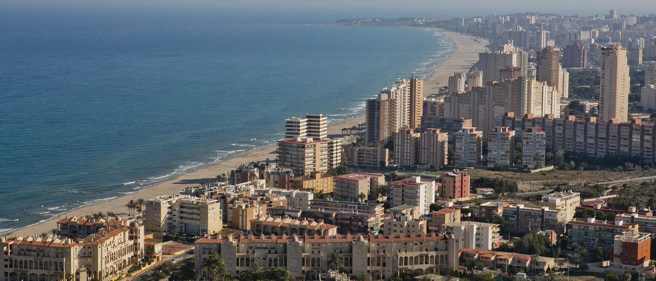 Imagen aérea de la playa de San Juan de Alicante