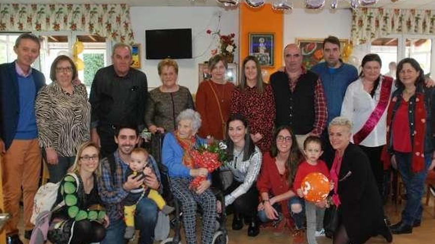 Cien años de felicidad entre Navelgas y Viella