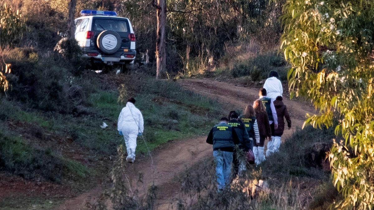 Guardias civiles en la zona de un homicidio en imagen de archivo.