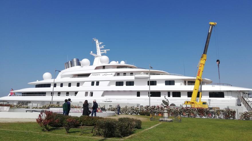 Admiración en Vigo por el mayor yate del mundo