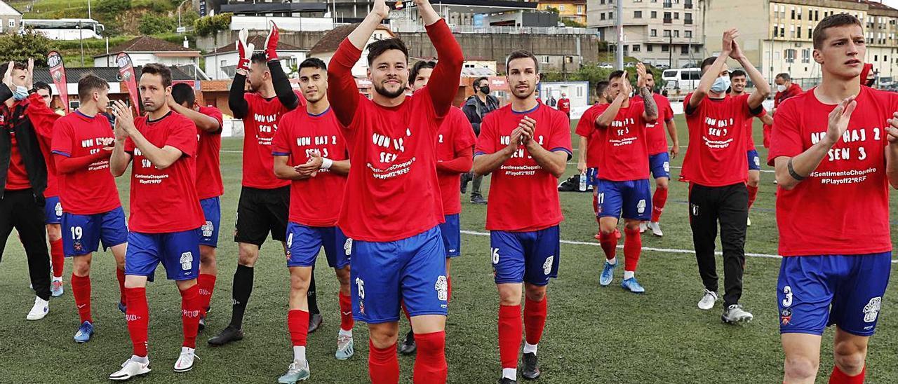 Los jugadores del Choco aplauden tras lograr la clasificación para el play-off. // PABLO HERNÁNDEZ