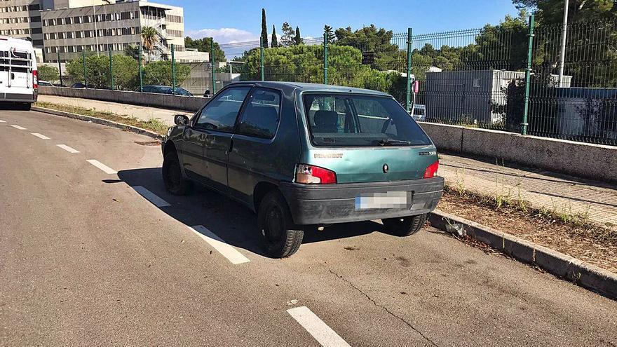 El aparcamiento de los coches abandonados