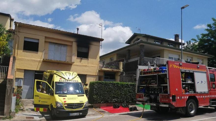 Una dona resulta ferida greu en la deflagració d'una estufa a Olot