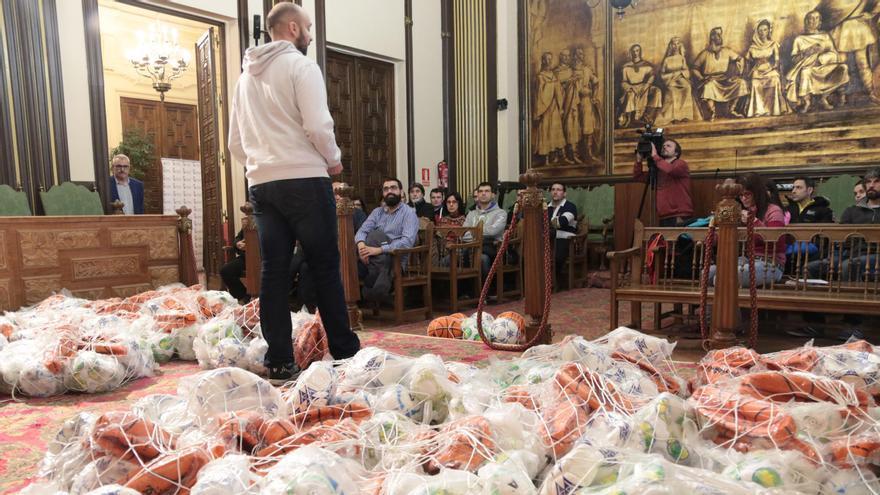 El concejal de Deportes de Zamora, Manuel A. Alonso, en un acto de entrega de material para los Juegos Escolares