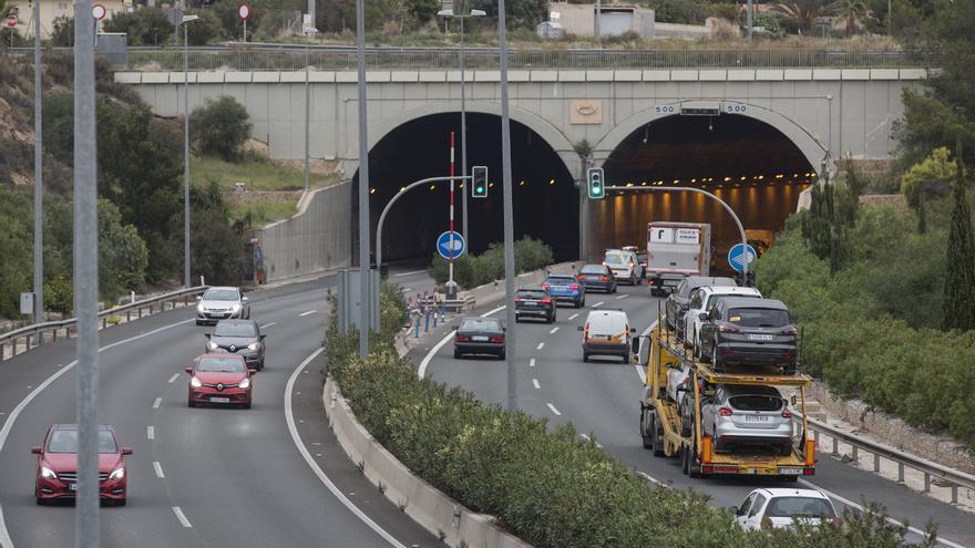 Transportes formaliza el contrato de obras de adecuación y mejora del túnel de San Juan en la A-70