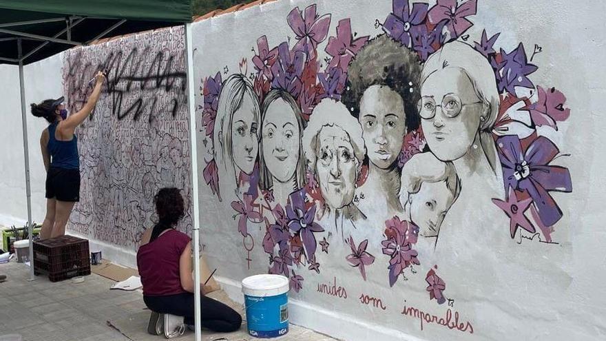 Eslida repara el mural feminista que fue objeto de vandalismo