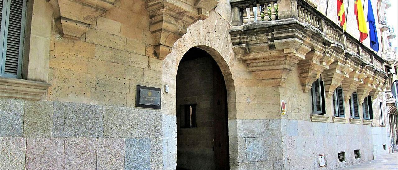 Sede de la Audiencia Provincial, donde ayer estaba previsto celebrar la vista oral. | B.RAMON