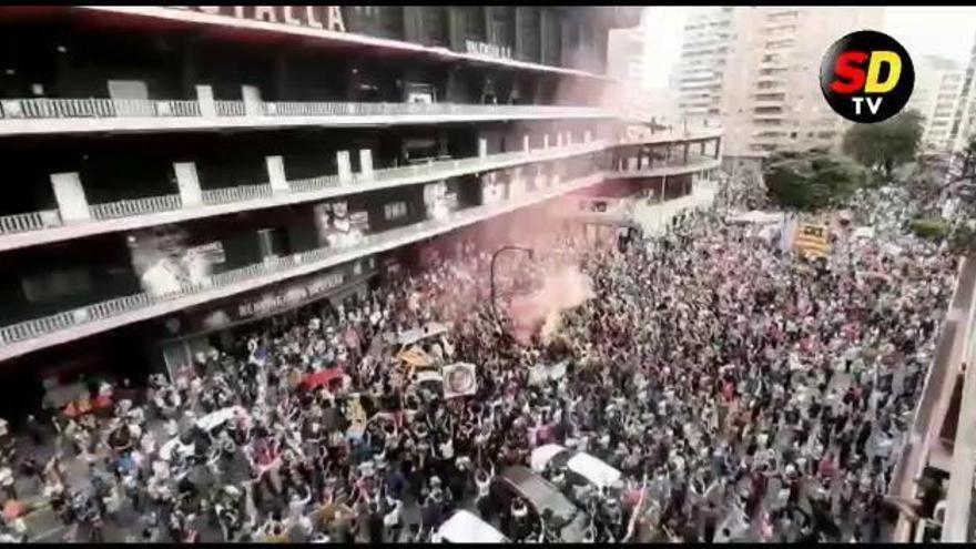 """Miles de valencianistas se manifiestan a las puertas de Mestalla: """"Peter, vete ya"""""""