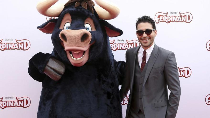 Miguel Ángel Silvestre, como un toro en el estreno de 'Ferdinand'