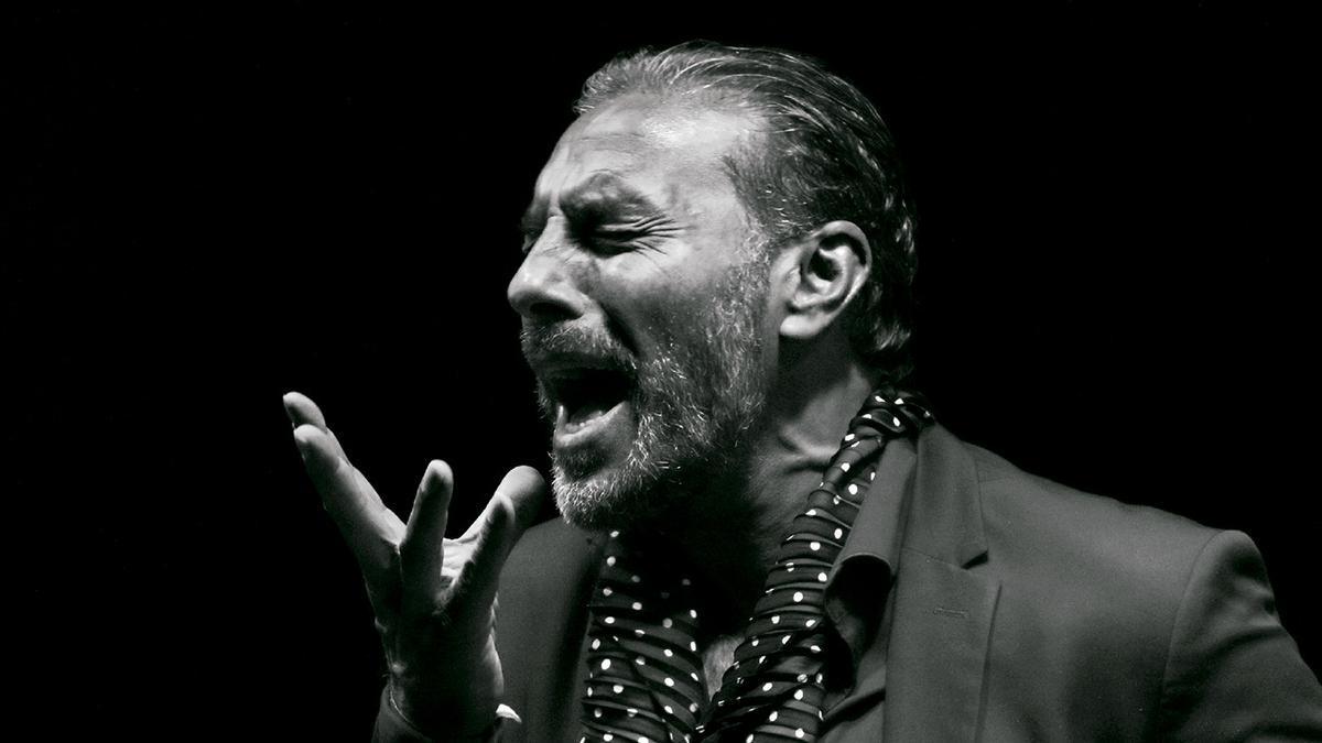 """Pedro El Granaíno mientras canta en su """"Granaíno Jondo"""""""