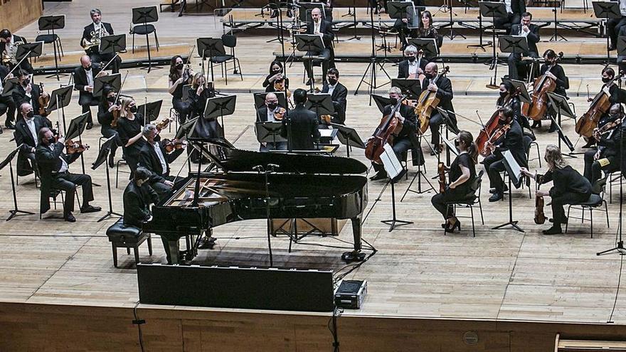 """La OSPA cumple 30 años y lo celebra con Pasión Vega cantando el """"Asturias"""" de Víctor Manuel"""