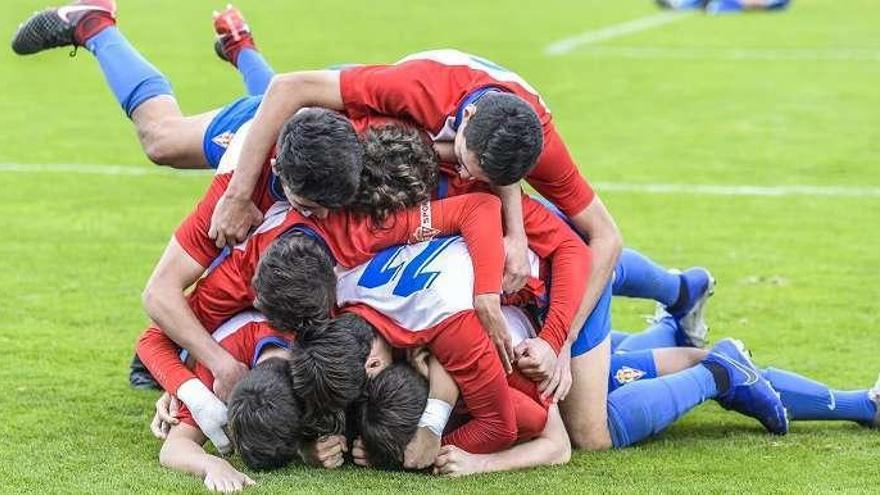 Victoria por 2-0 del División de Honor Juvenil al Deportivo de La Coruña en Mareo