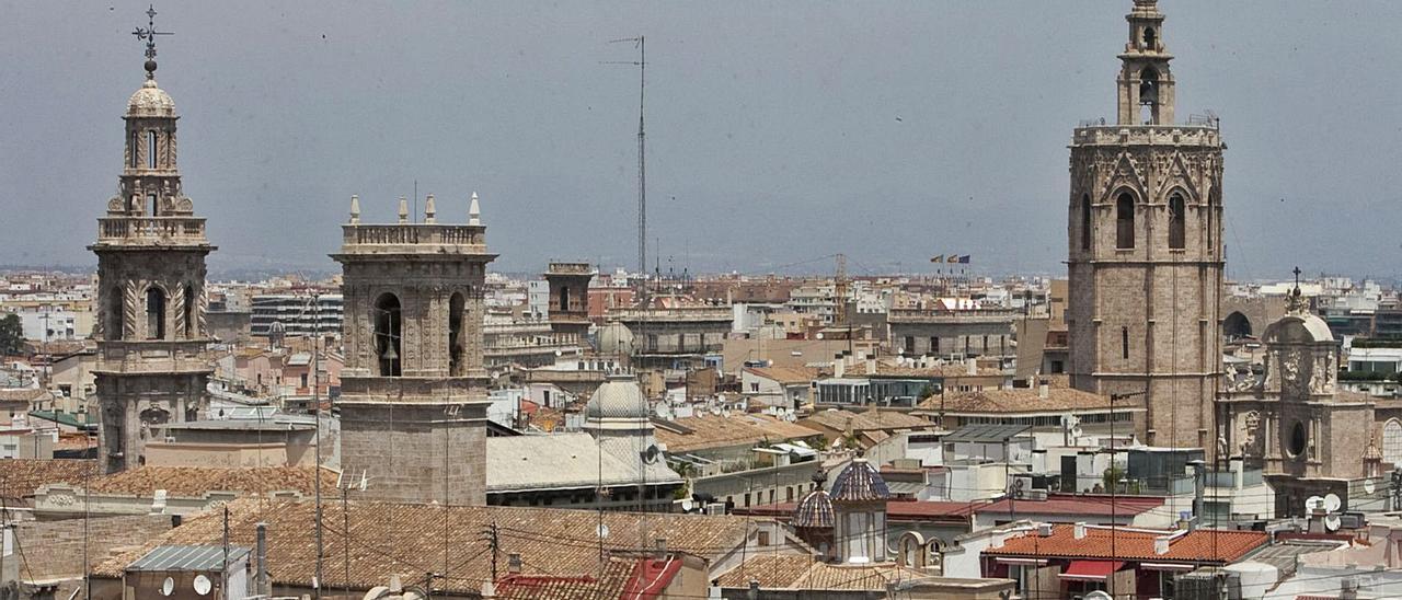 El plan contará con más de 7 millones de euros, destinados a reactivar de manera económica y social el distrito de Ciutat Vella.  | LEVANTE-EMV